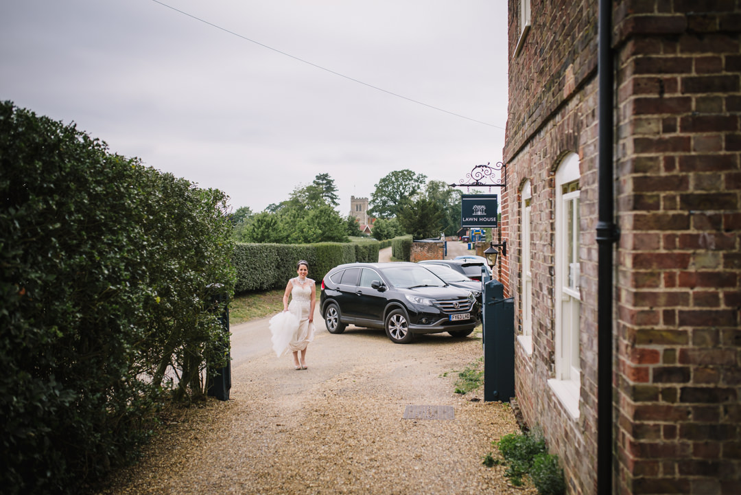 bride waits for her lift to hatfield house